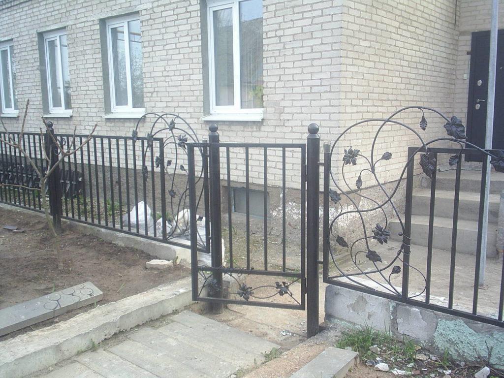 Забор из секции  металлических элементов цена